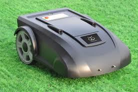 robot-tuns-iarba