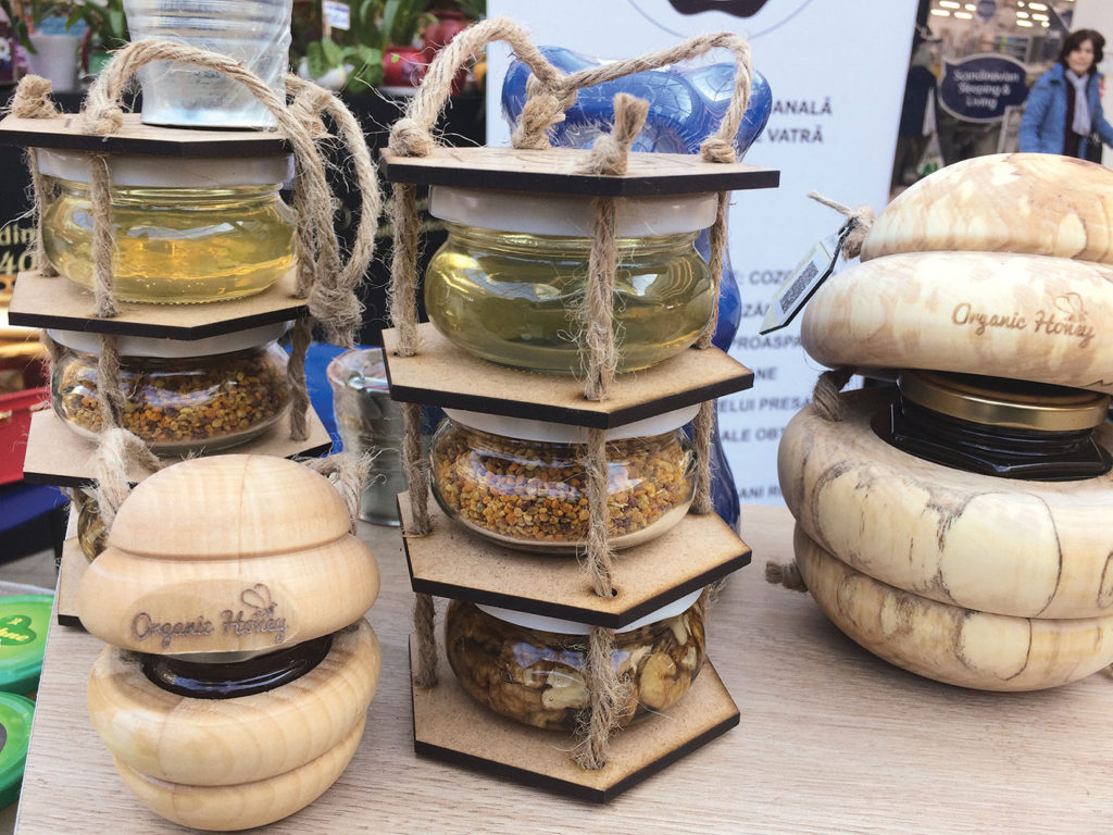 La Iași, târgul de produse locale a adunat cei mai destoinici producători